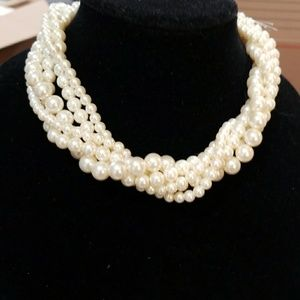 Forever 21 faux pearl necklace